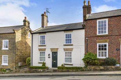 3 Bedrooms Semi Detached House for sale in Thorpe Bank, Fylingthorpe, Whitby, North Yorkshire