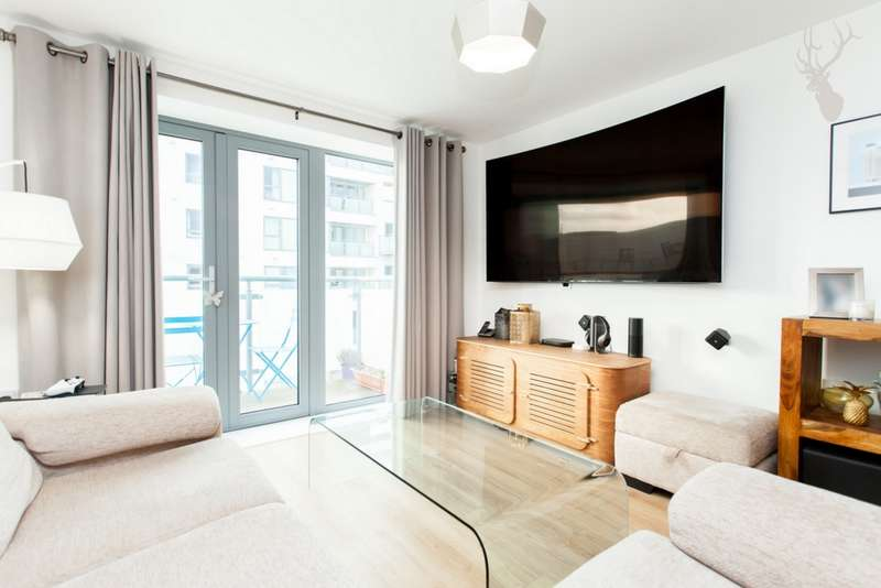 3 Bedrooms Flat for sale in Clement Attlee House, Cardigan Road, Bow, E3
