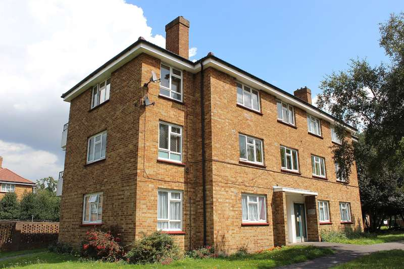 2 Bedrooms Flat for sale in St Hilary House, Woolwich Road, Upper Abbey Wood, SE2 0AL