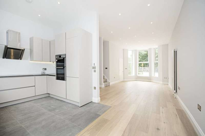 3 Bedrooms Detached House for sale in Wrottesley Road, Willesden, NW10