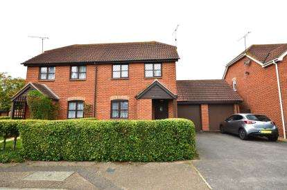 2 Bedrooms Semi Detached House for sale in Shoeburyness, Southend-On-Sea, Essex