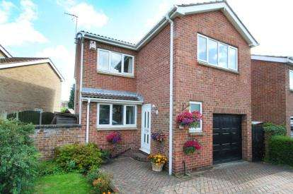 3 Bedrooms Detached House for sale in Ringwood Road, Sothall, Sheffield, South Yorkshire