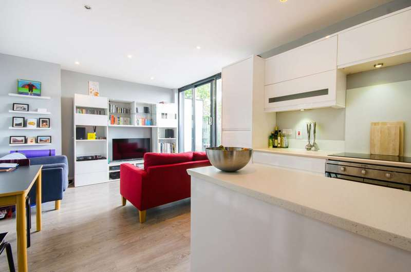 2 Bedrooms Flat for sale in Nunhead Lane, Peckham Rye, SE15