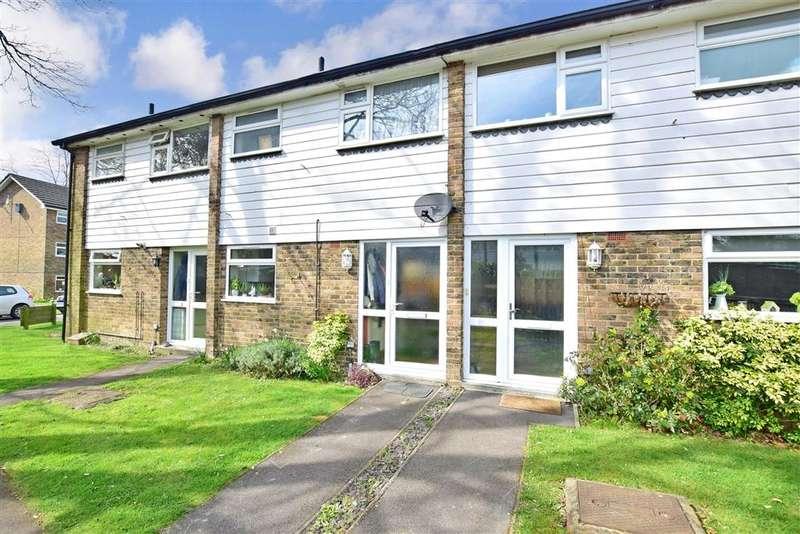 2 Bedrooms Terraced House for sale in Chestnut Gardens, Horsham, West Sussex