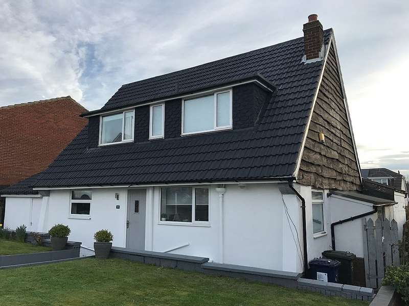 3 Bedrooms Detached House for sale in Brooksbank Road, Ormesby, Middlesbrough, North Yorkshire, TS7 9EQ