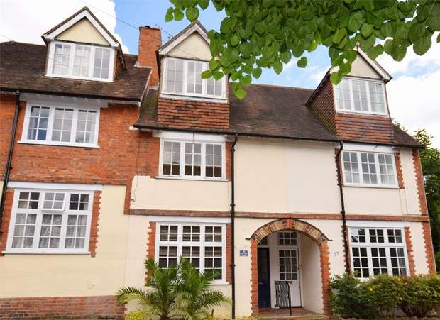 3 Bedrooms Town House for sale in Lime Tree Walk, SEVENOAKS, Kent