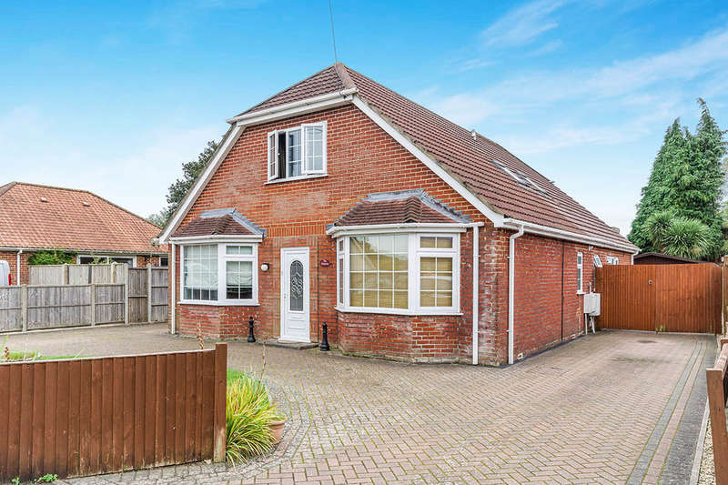 5 Bedrooms Detached House for sale in The Warrens Larch Avenue, Holbury, Southampton, SO45
