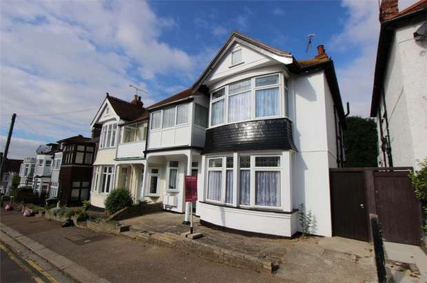 1 Bedroom Flat for sale in 61 Highcliff Drive, LEIGH-ON-SEA, Essex