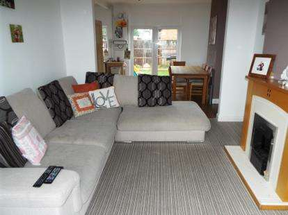 3 Bedrooms Terraced House for sale in Banks Road, Leicester, Leicestershire