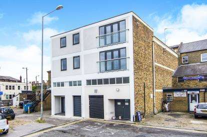 2 Bedrooms Flat for sale in High Street, Brentwood