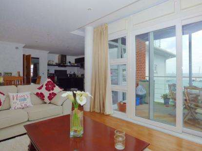 2 Bedrooms Flat for sale in Medina Road, Cowes, Isle Of Wight