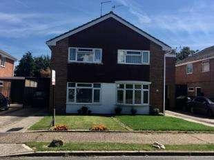 3 Bedrooms Semi Detached House for sale in Tangmere Gardens, Aldwick, Bognor Regis, West Sussex