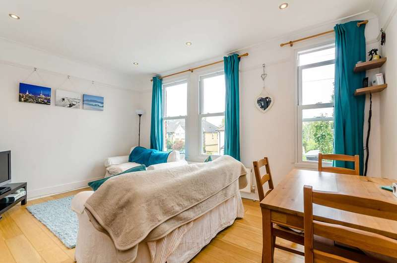 2 Bedrooms Maisonette Flat for sale in Ellerton Road, Surbiton, KT6