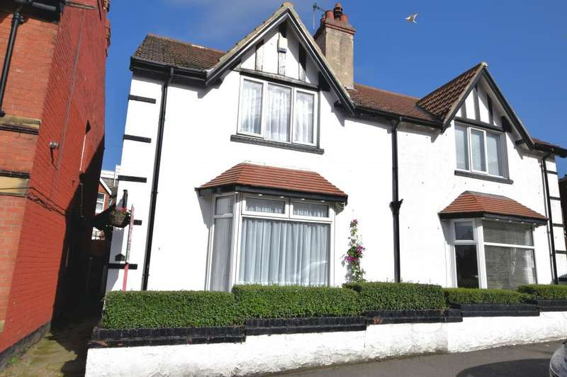 3 Bedrooms Semi Detached House for sale in Tennyson Avenue, Scarborough, North Yorkshire YO12 7RF