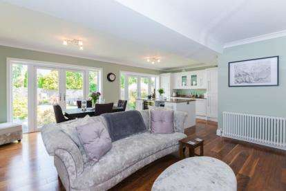 3 Bedrooms Detached House for sale in Surman Crescent, Hutton, Brentwood, Essex