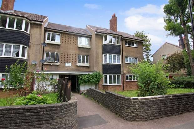 2 Bedrooms Flat for sale in Trinity House, The Drive, London