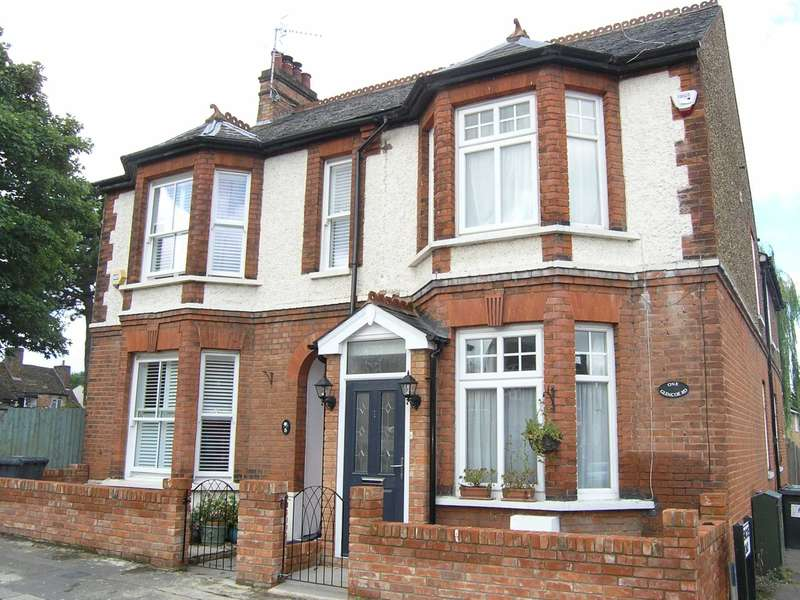 4 Bedrooms Semi Detached House for sale in Glencoe Road, Bushey Village