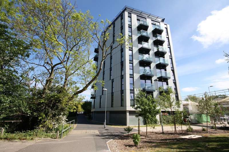 2 Bedrooms Flat for sale in Century Tower, Chelmsford