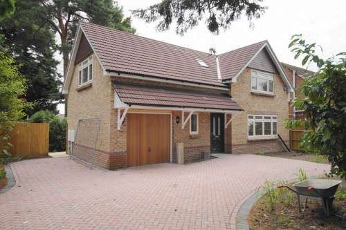 3 Bedrooms House for sale in Priory Cottage, a Priory Road, West Moors