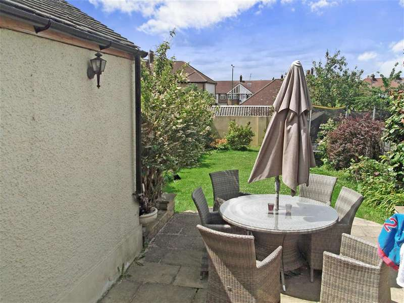 3 Bedrooms Semi Detached House for sale in Priory Close, Chingford, London