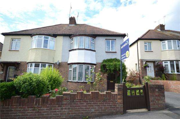 3 Bedrooms Semi Detached House for sale in Coronation Road, Aldershot, Hampshire