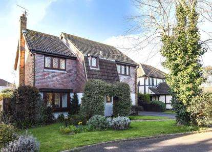 4 Bedrooms Detached House for sale in Admirals Close, Hurstwood Avenue, South Woodford, London
