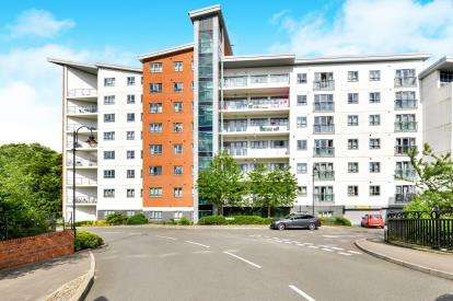 2 Bedrooms Flat for sale in Hamilton House, Lonsdale, Wolverton, Milton Keynes