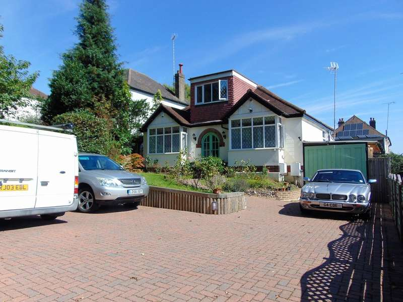 3 Bedrooms Detached Bungalow for sale in Old Farleigh Road, South Croydon, CR2 8QE