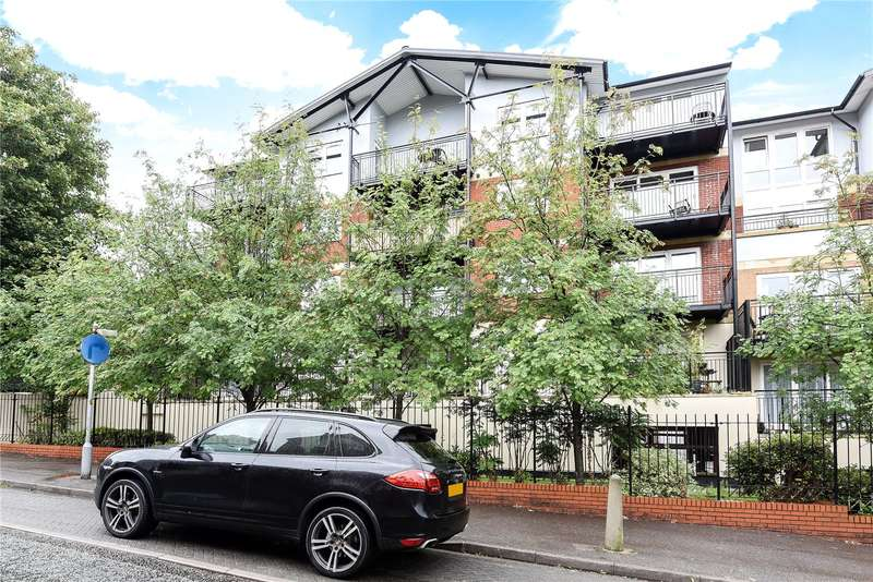 2 Bedrooms Apartment Flat for sale in Penn Place, Rickmansworth, Hertfordshire, WD3