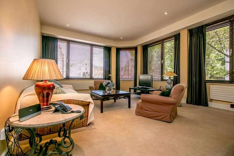2 Bedrooms Flat for sale in Milmans Street, London, London, SW10