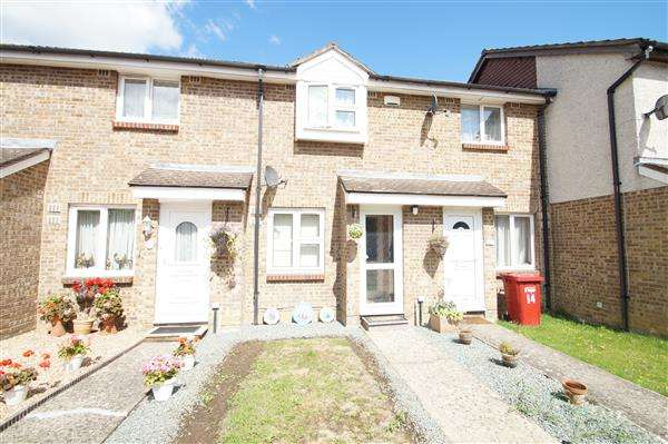 2 Bedrooms Terraced House for sale in Frogmore Close, Windsor Meadows, Cippenham