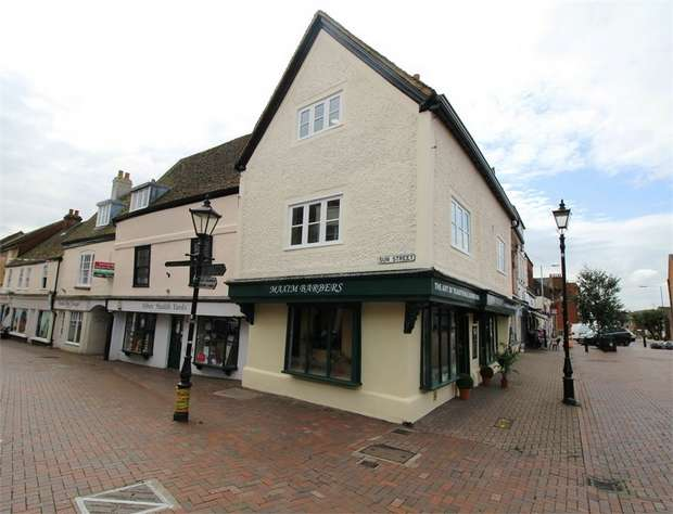 2 Bedrooms Flat for sale in King Harold Court, Sun Street, Waltham Abbey, Essex