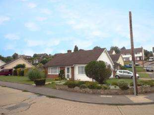 2 Bedrooms Bungalow for sale in Bracondale Avenue, Istead Rise, Gravesend, Kent