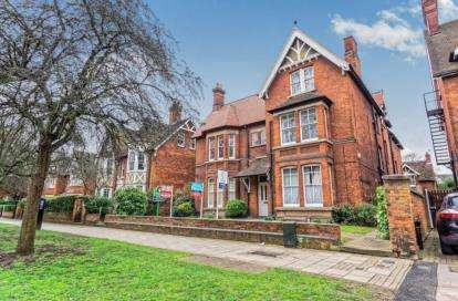 Flat for sale in De Parys Avenue, Bedford, Bedfordshire