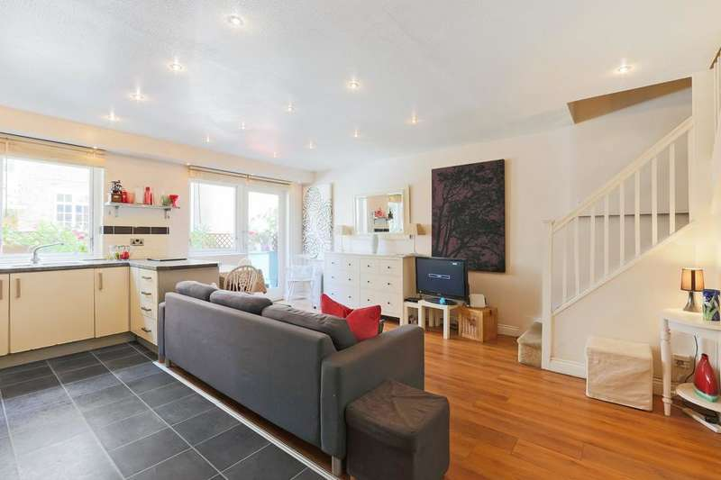 4 Bedrooms Flat for sale in St Mary Graces Court, Cartwright Street, London E1