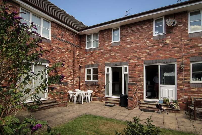 2 Bedrooms Terraced House for sale in Squires Court, South Clifton Street, Lytham, Lancashire, FY8
