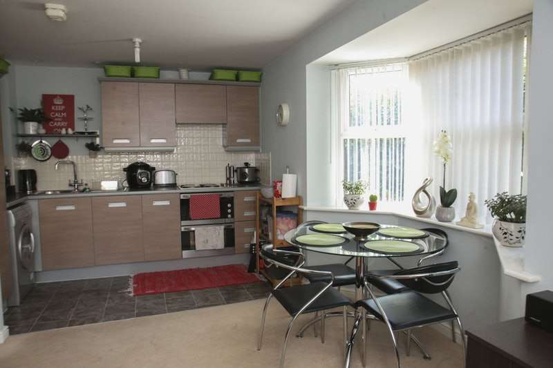2 Bedrooms Flat for sale in Lyvelly Gardens, Peterborough, Cambridgeshire, PE1