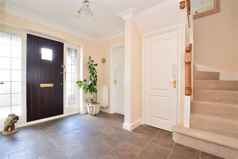 5 Bedrooms Detached House for sale in Bloor Close, Horsham, West Sussex