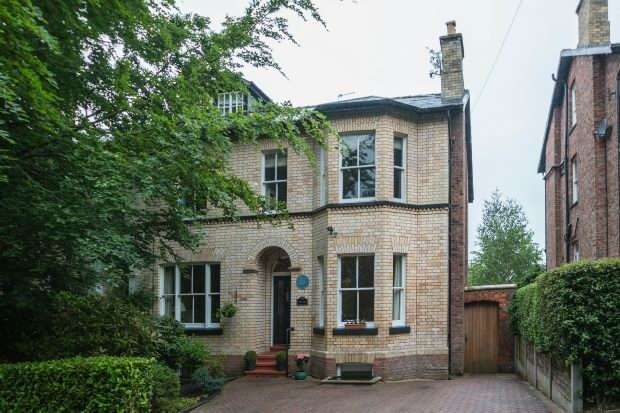 5 Bedrooms Semi Detached House for sale in Grange Road, Bowdon