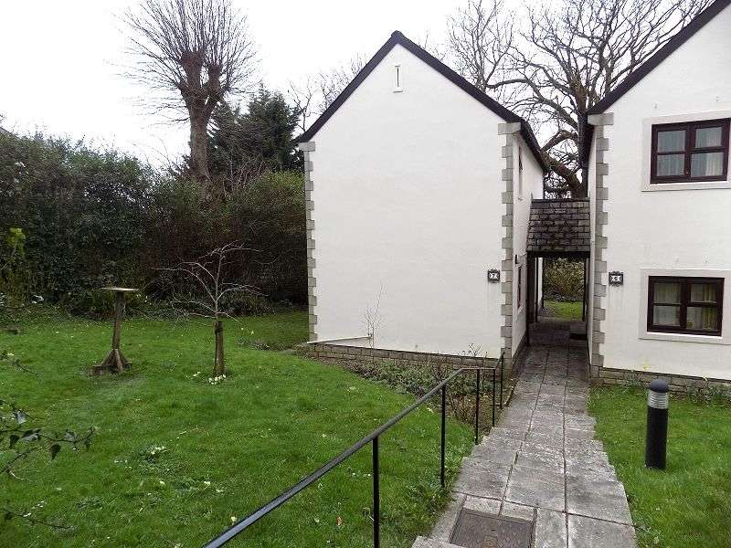 2 Bedrooms Detached House for sale in Restway Gardens, Bridgend. CF31 4HY