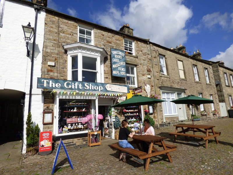 4 Bedrooms Semi Detached House for sale in The Gift Shop, Reeth