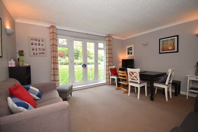 2 Bedrooms Flat for sale in Addiscombe Road, Croydon, London, CR0