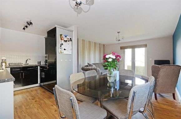 2 Bedrooms Flat for sale in Kenninghall Road, Yorkshire, Sheffield