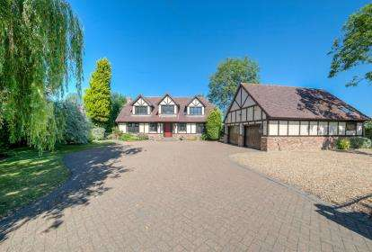 4 Bedrooms Detached House for sale in Ashglade House, Bedford Road, Wootton