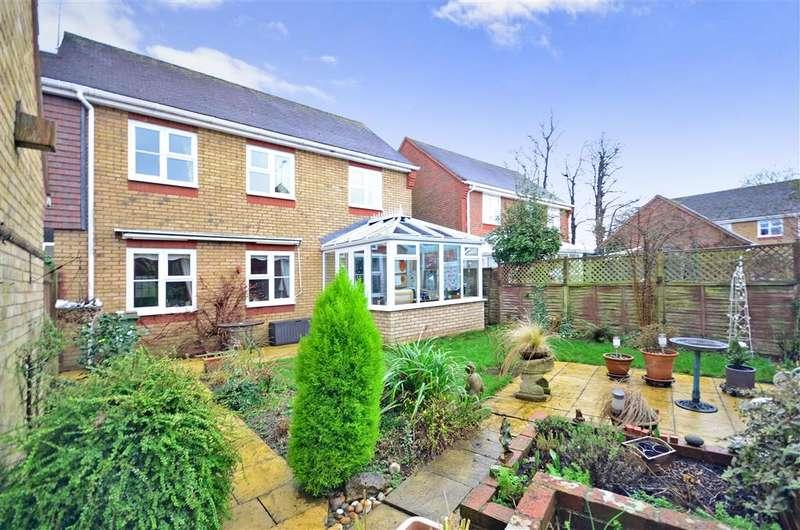 3 Bedrooms Link Detached House for sale in Tanbridge Park, Horsham, West Sussex
