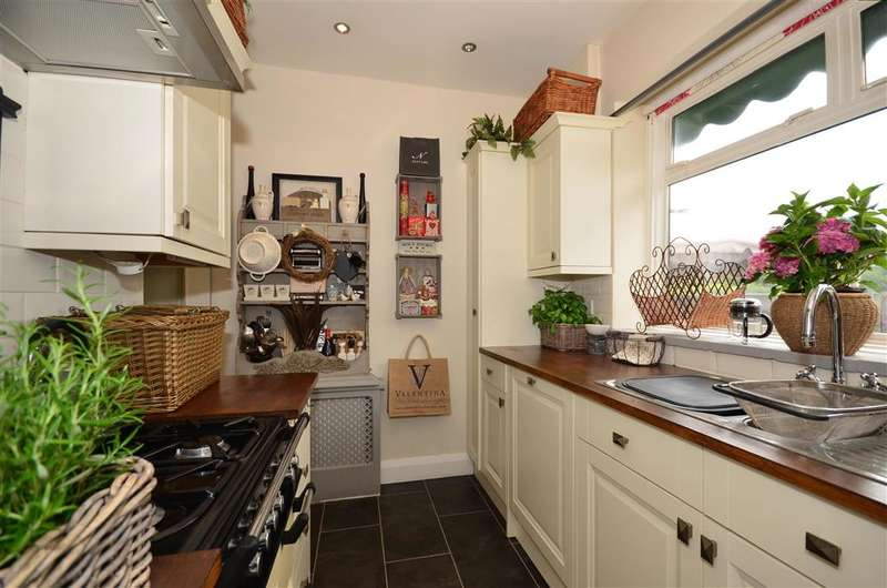 2 Bedrooms Semi Detached Bungalow for sale in Montpelier Road, Purley, Surrey