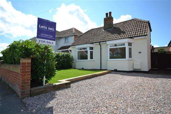 3 Bedrooms Bungalow for sale in Witts Hill, Southampton