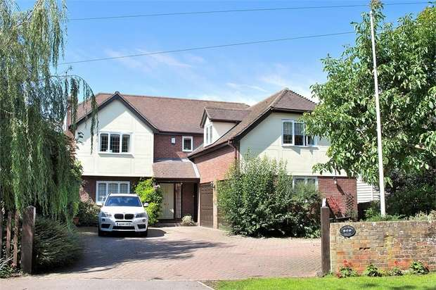 5 Bedrooms Detached House for sale in Felsted, Dunmow, Essex