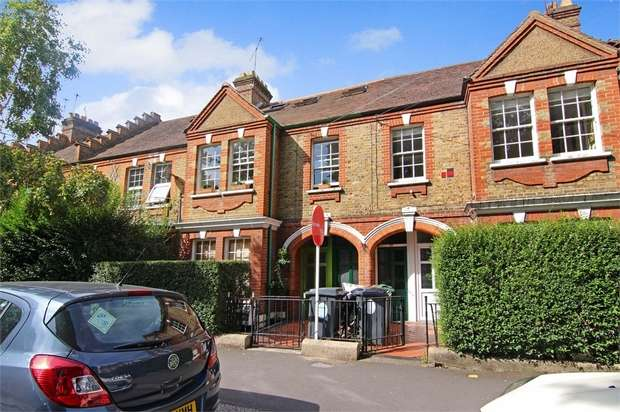 3 Bedrooms Flat for sale in Winns Terrace, Walthamstow, London