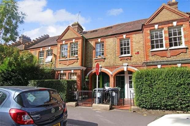 3 Bedrooms Flat for sale in Winns Terrace, Walthamstow, London
